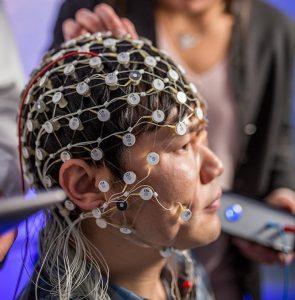 Estimulação cerebral melhora sintomas de depressão e restaura ondas cerebrais